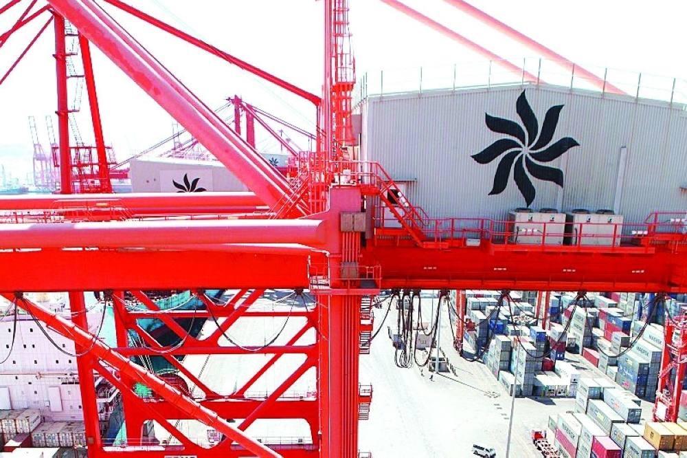 ميناء خليجي يطلق خدمات لوجستية متكاملة إلى اليمن